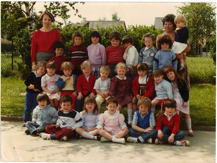 photo de classe maternelle de 1986 ecole primaire breal sous montfort copains d 39 avant. Black Bedroom Furniture Sets. Home Design Ideas