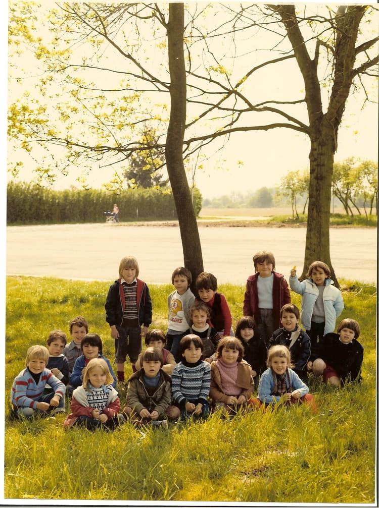 photo de classe grande section de maternelle de 1981 ecole orgenoy boissise le roi copains. Black Bedroom Furniture Sets. Home Design Ideas