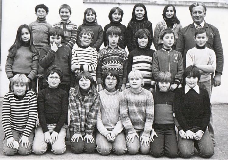 Photo de classe classe de cm2 de 1979 ecole jacques for Garage bailleau le pin