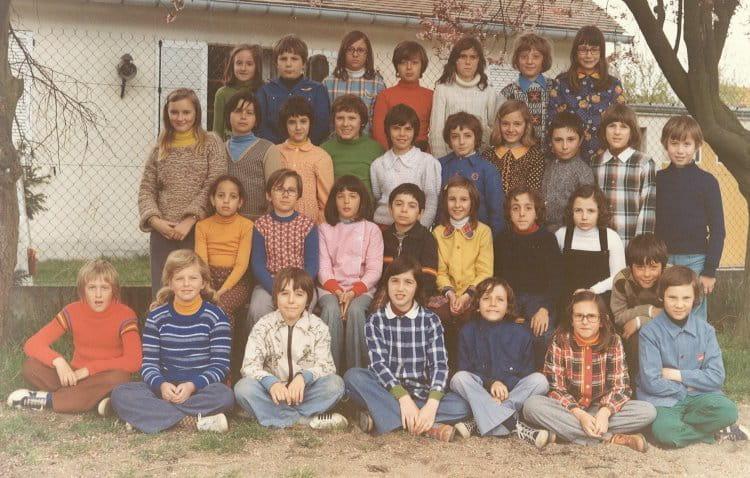 photo de classe cm2 de 1975 ecole jules lenormand saint jean de la ruelle copains d 39 avant. Black Bedroom Furniture Sets. Home Design Ideas