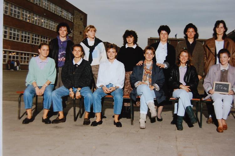 photo de classe 1 ti 16 de 1987 lyc e edouard gand copains d 39 avant. Black Bedroom Furniture Sets. Home Design Ideas
