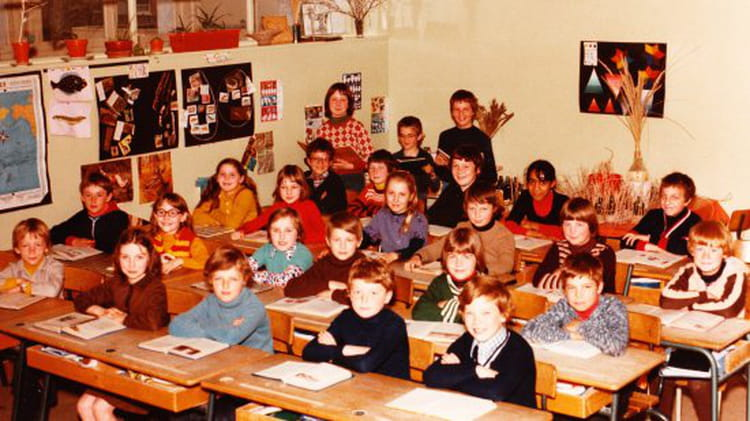 photo de classe cm2 de 1976 ecole paul langevin saint pol sur mer copains d 39 avant. Black Bedroom Furniture Sets. Home Design Ideas