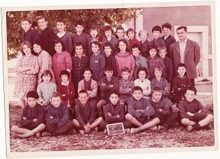 photo de classe cm1 cm2 de 1963 ecole des acacias la chapelle saint ursin copains d 39 avant. Black Bedroom Furniture Sets. Home Design Ideas