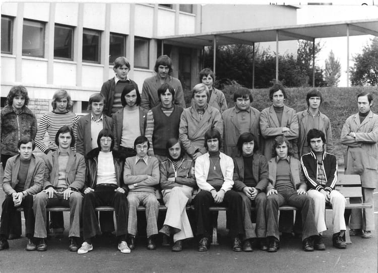 Photo de classe les mesnils pasteur dole 39 de 1970 for Plan dole 39