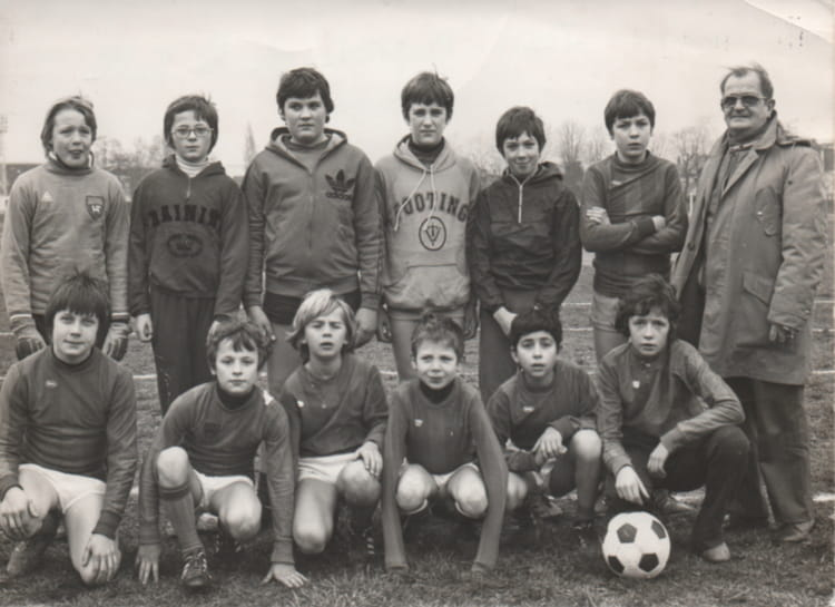 photo de classe equipe foot st j baptiste rouen 1976 de 1976 coll ge jean baptiste de la salle. Black Bedroom Furniture Sets. Home Design Ideas