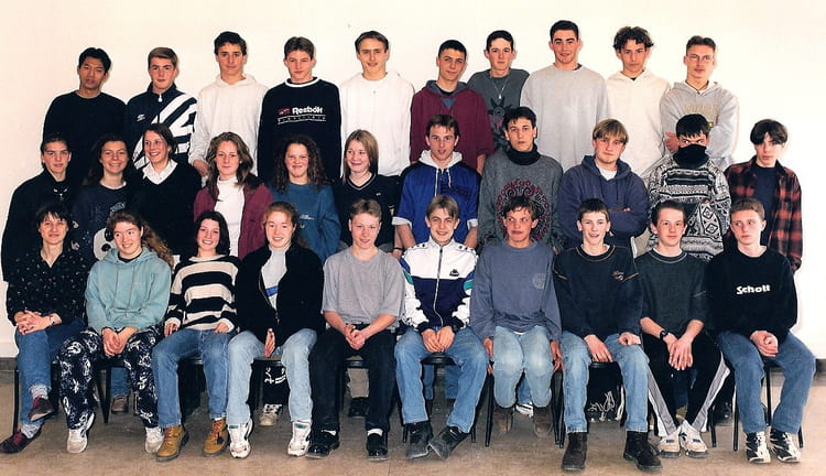 photo de classe 2 de 1997 lyc e louis thuillier copains d 39 avant. Black Bedroom Furniture Sets. Home Design Ideas