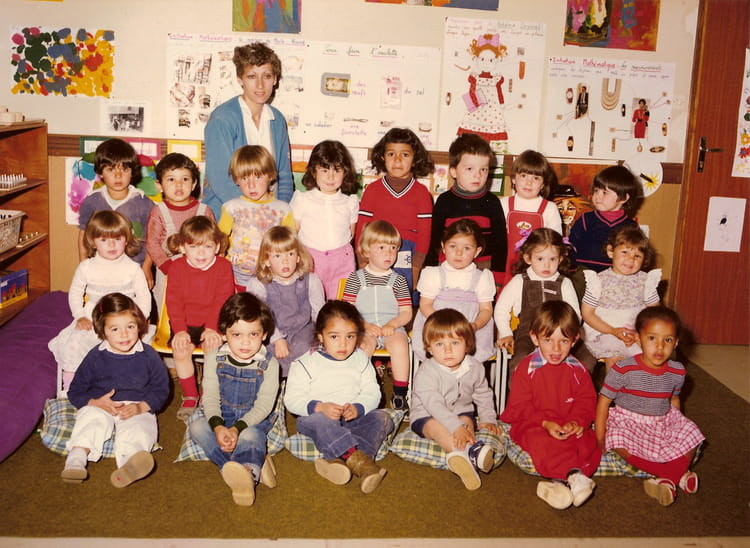 photo de classe petite section de maternelle de 1981 ecole les chaumes copains d 39 avant. Black Bedroom Furniture Sets. Home Design Ideas