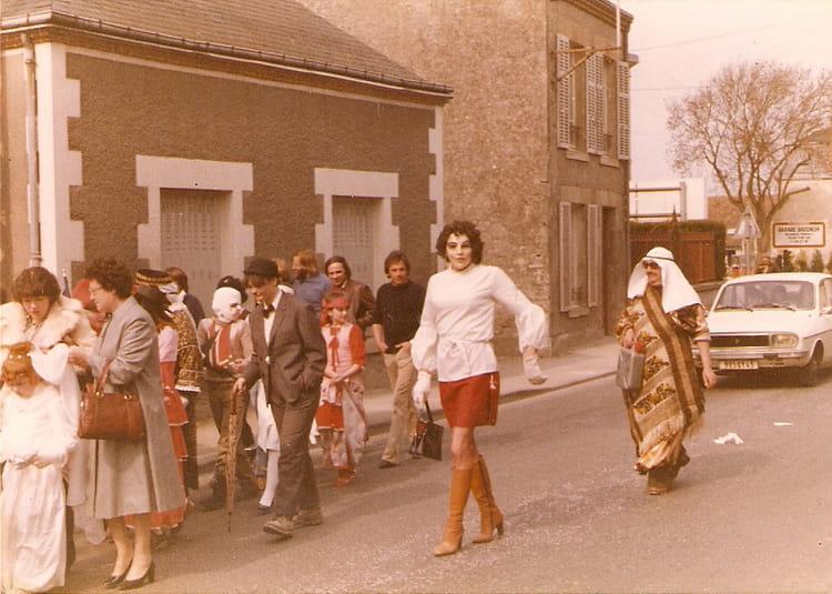 Photo de classe Carnavalécole de la grande rue (CHILLEURS AUX BOIS) de 1982, Ecole De La Grand  # Spa Chilleurs Au Bois