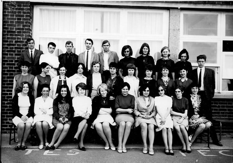 photo de classe 1ere de 1966 lyc e edouard gand copains d 39 avant. Black Bedroom Furniture Sets. Home Design Ideas