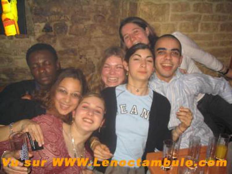 photo de classe dans un bar de 2005 universit de caen copains d 39 avant. Black Bedroom Furniture Sets. Home Design Ideas