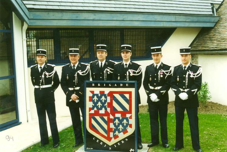 Photo de classe inauguration bureaux bt cerisiers de 1990 brigade
