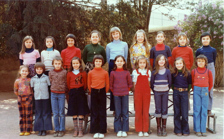 photo de classe cm1 cm2 de 1976 ecole cours perrier villefranche sur saone copains d 39 avant. Black Bedroom Furniture Sets. Home Design Ideas