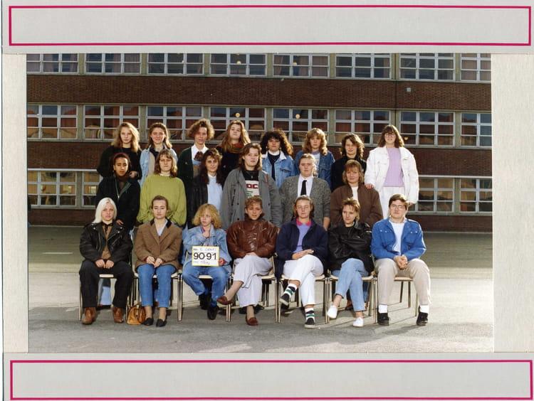 photo de classe tg1 4 de 1990 lyc e edouard gand copains d 39 avant. Black Bedroom Furniture Sets. Home Design Ideas