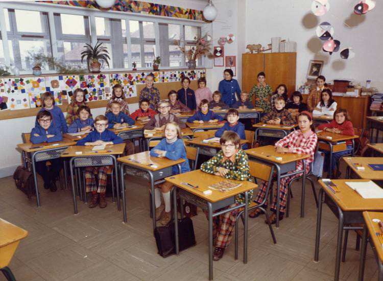 photo de classe mme gamichon de 1975 ecole aurillac arcis sur aube copains d 39 avant. Black Bedroom Furniture Sets. Home Design Ideas