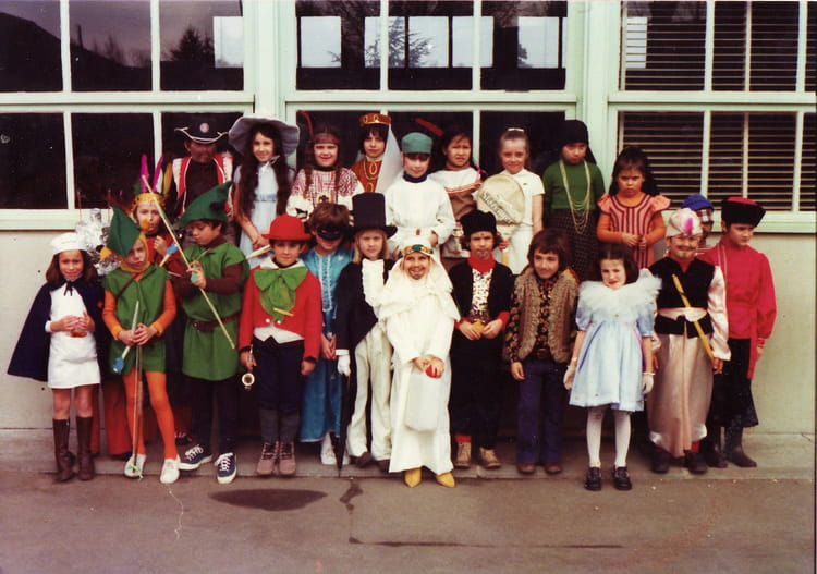 photo de classe carnaval 74 75 de 1974 ecole andre malraux boissise le roi copains d 39 avant. Black Bedroom Furniture Sets. Home Design Ideas