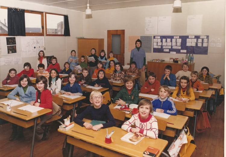 photo de classe ce 2 de 1975 ecole albert camus saint. Black Bedroom Furniture Sets. Home Design Ideas