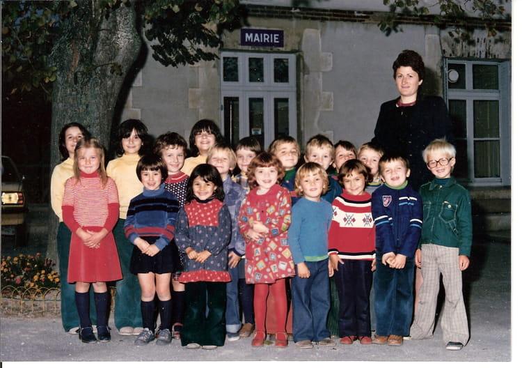 photo de classe maternelle de 1976 ecole primaire barberey saint sulpice copains d 39 avant. Black Bedroom Furniture Sets. Home Design Ideas