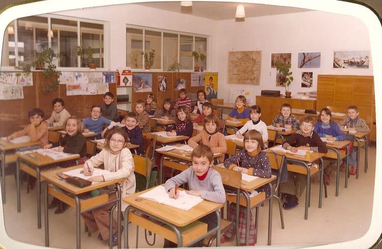 photo de classe ce2 de 1977 ecole henri marc chevigny saint sauveur copains d 39 avant. Black Bedroom Furniture Sets. Home Design Ideas