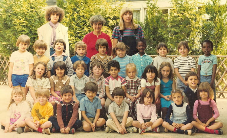 photo de classe grande section maternelle de 1981 ecole hoche copains d 39 avant. Black Bedroom Furniture Sets. Home Design Ideas
