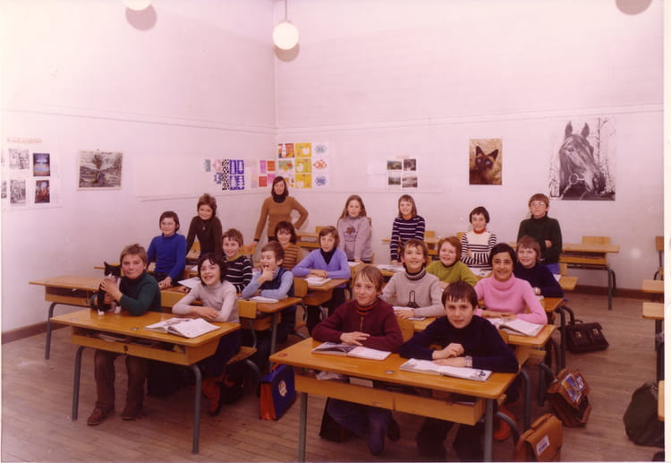 photo de classe cm2 de 1977 ecole citadelle montbeliard copains d 39 avant. Black Bedroom Furniture Sets. Home Design Ideas