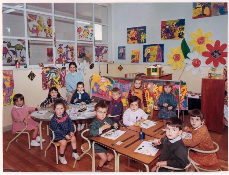 photo de classe petite ou moyenne section de 1970 ecole albert camus pontivy copains d 39 avant. Black Bedroom Furniture Sets. Home Design Ideas