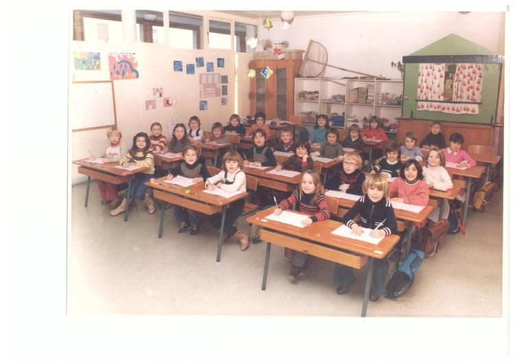 photo de classe ce1 de 1979 ecole point du jour alencon copains d 39 avant. Black Bedroom Furniture Sets. Home Design Ideas