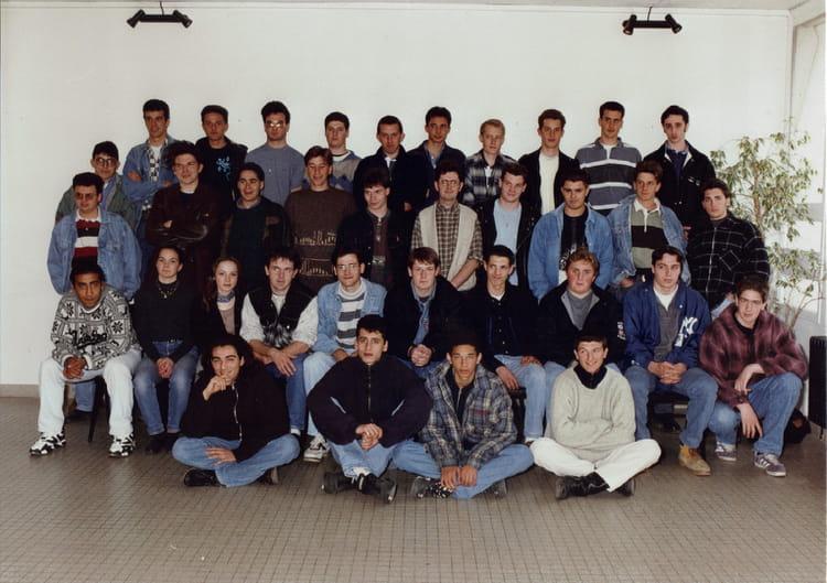 photo de classe terminale elt2 f3 de 1994 lyc e nicephore niepce copains d 39 avant. Black Bedroom Furniture Sets. Home Design Ideas