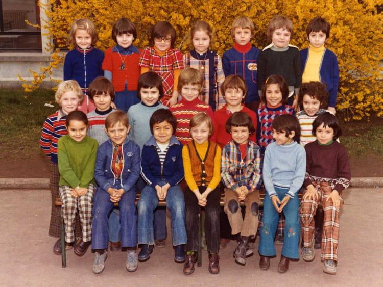 photo de classe cp de 1975 ecole joliot curie copains d 39 avant. Black Bedroom Furniture Sets. Home Design Ideas