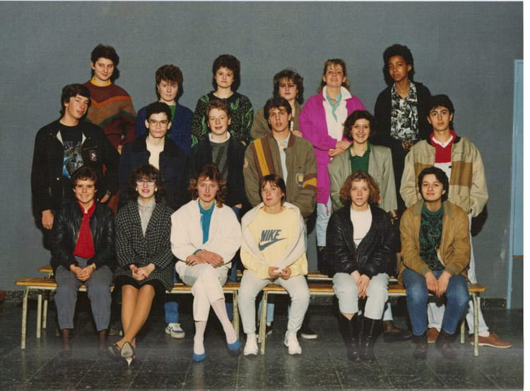 photo de classe cap vente  u00e9talagiste prof principale mme sagol de 1983  section d u0026 39 enseignement