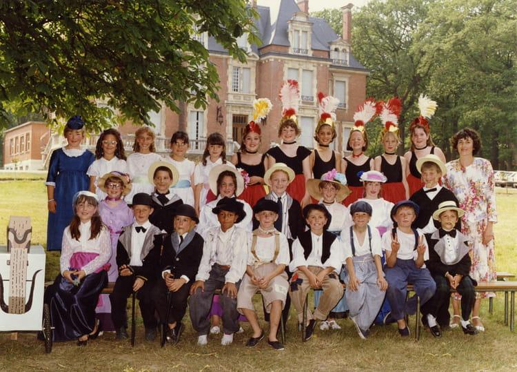 Ecole Notre Dame La Ville Du Bois - Photo de classe CE2 de 1989, Ecole Notre Dame (La Ville Du Bois) Copains d'avant