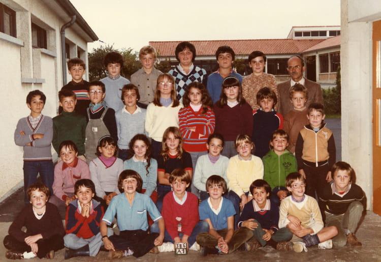 photo de classe cm2 82 83 de 1982 ecole primaire celles sur belle copains d 39 avant. Black Bedroom Furniture Sets. Home Design Ideas
