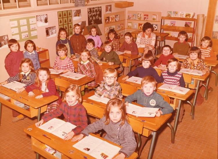 photo de classe cp de 1975 ecole paul bert saint jean de la ruelle copains d 39 avant. Black Bedroom Furniture Sets. Home Design Ideas