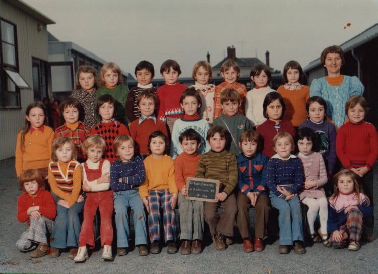 photo de classe cp le lion d 39 angers de 1975 ecole publique copains d 39 avant. Black Bedroom Furniture Sets. Home Design Ideas