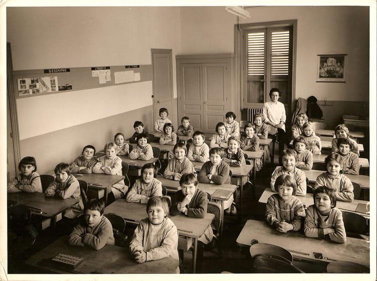 photo de classe cm1ou cm2 de 1963 ecole pouilly sous charlieu copains d 39 avant. Black Bedroom Furniture Sets. Home Design Ideas