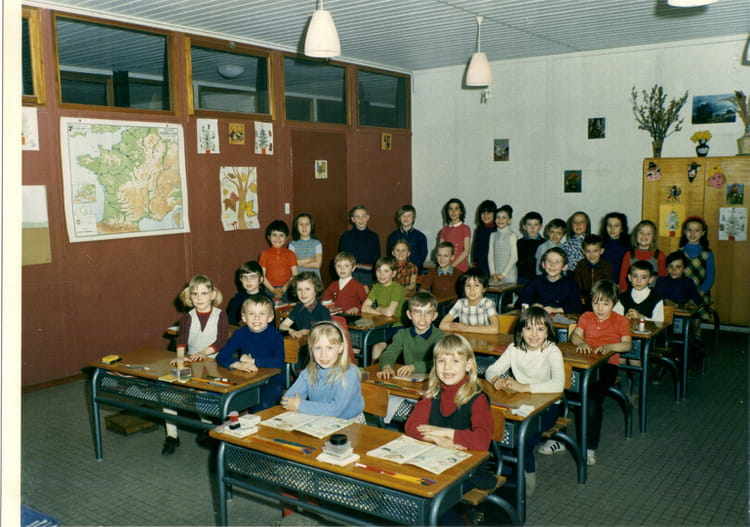 photo de classe ecole beaus jour de 1973 ecole beausejour tinqueux copains d 39 avant. Black Bedroom Furniture Sets. Home Design Ideas