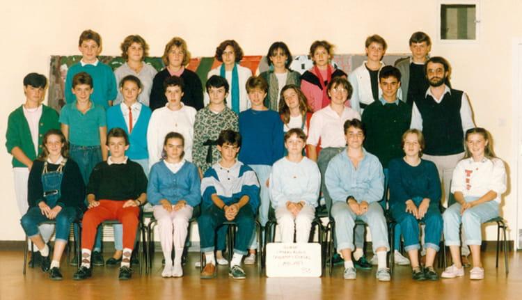 photo de classe 3 me 2 de 1986 coll ge l 39 oiseau blanc copains d 39 avant. Black Bedroom Furniture Sets. Home Design Ideas