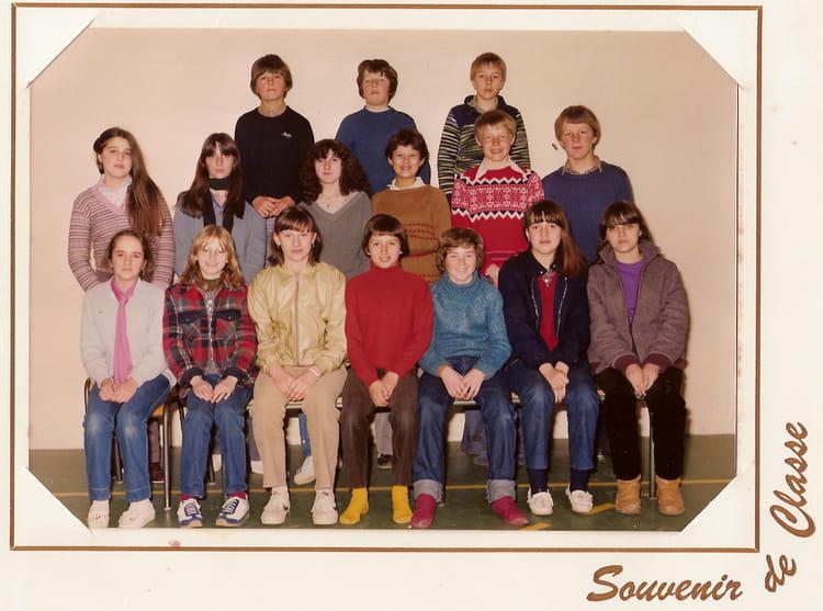 photo de classe 5 me 6 de 1981 coll ge l 39 oiseau blanc copains d 39 avant. Black Bedroom Furniture Sets. Home Design Ideas