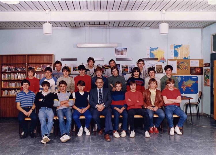 photo de classe mecanique general de 1983 lyc e professionnel dominique labroise copains d 39 avant. Black Bedroom Furniture Sets. Home Design Ideas