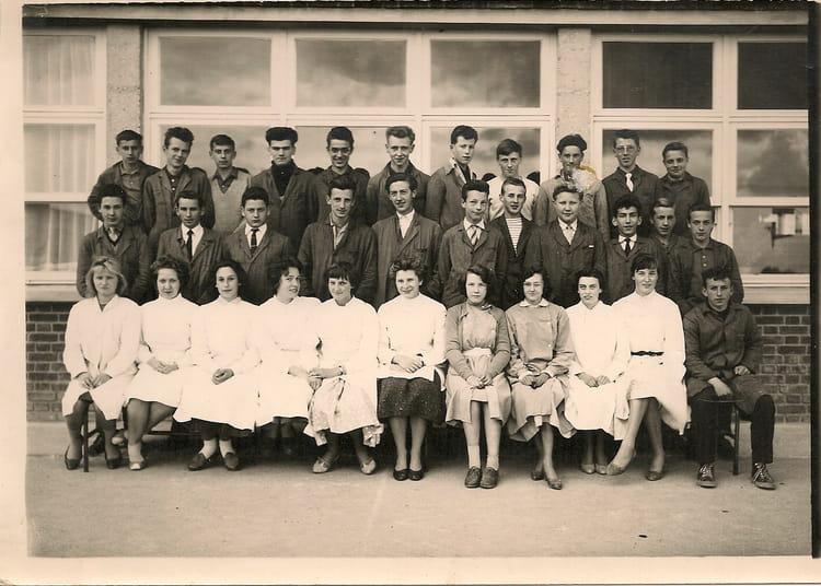 photo de classe compta de 1960 lyc e louis thuillier copains d 39 avant. Black Bedroom Furniture Sets. Home Design Ideas