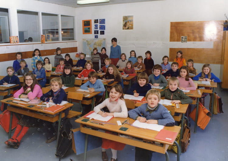 photo de classe ce2 de 1976 ecole claude debussy copains d 39 avant. Black Bedroom Furniture Sets. Home Design Ideas