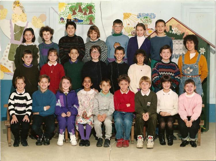 Photo de classe CM2 de 1992, Ecole Saint Joseph (Neuville