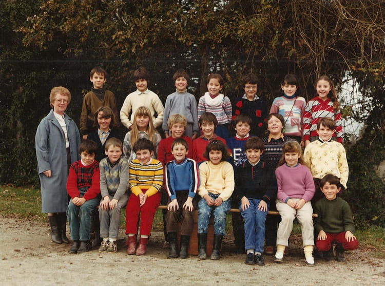 photo de classe ce2 de 1984 ecole saint martin saint mars du desert copains d 39 avant. Black Bedroom Furniture Sets. Home Design Ideas