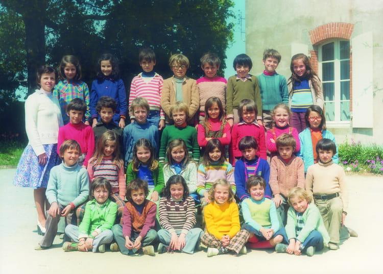 Photo de classe CE2 ???? de 1976, Ecole Francoise Dolto (Saint Florent Des Bois) Copains d'avant # St Florent Des Bois