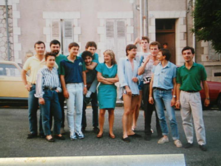 photo de classe iut clermont ferrand de 1987 iut mesures physiques copains d 39 avant. Black Bedroom Furniture Sets. Home Design Ideas