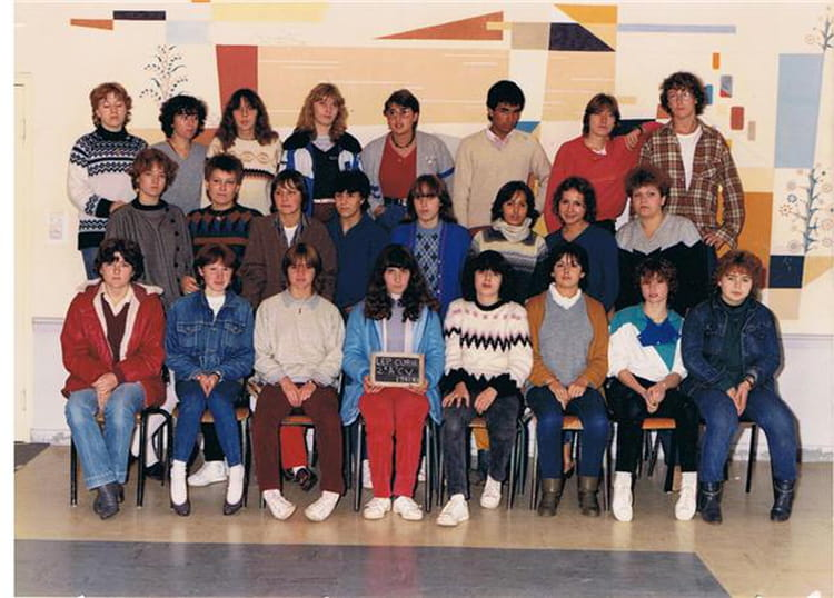 photo de classe 2 a u0026 39 cv  commerce option vente  de 1983  lyc u00e9e professionnel pierre et marie