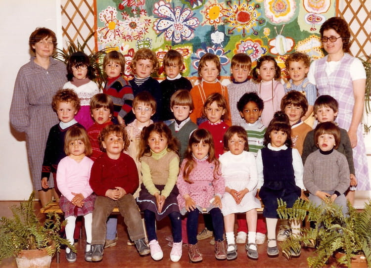 photo de classe maternelle de 1981 ecole claude debussy copains d 39 avant. Black Bedroom Furniture Sets. Home Design Ideas
