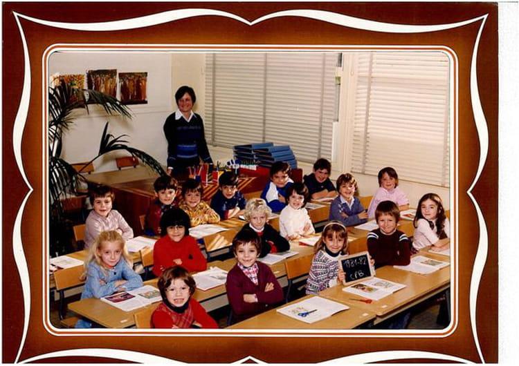 photo de classe cp de 1982 ecole marie curie copains d 39 avant. Black Bedroom Furniture Sets. Home Design Ideas