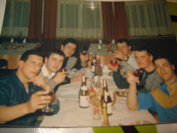 Photo de classe repas entre copains de 1984 51 eme for Idee repas entre copain