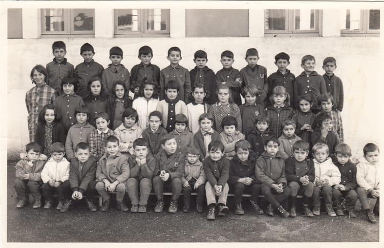 photo de classe cole primaire de 1969 ecole primaire beauvais sur matha copains d 39 avant. Black Bedroom Furniture Sets. Home Design Ideas