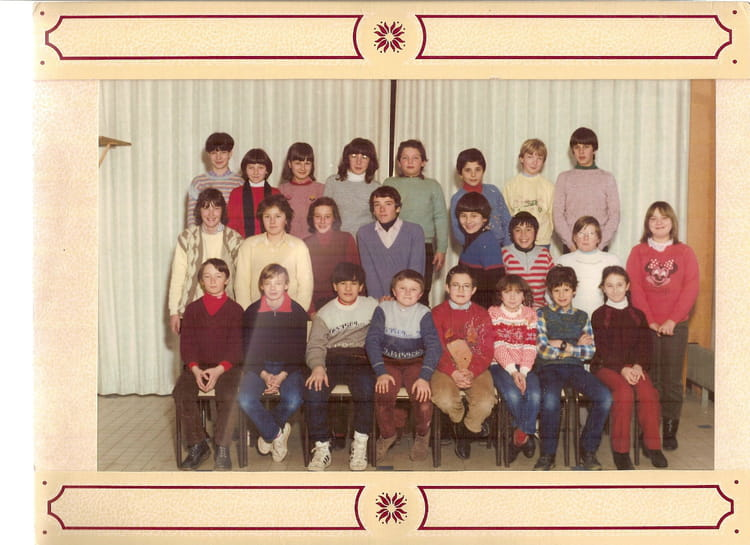 photo de classe 6eme 5 de 1983 coll ge claude tillier copains d 39 avant. Black Bedroom Furniture Sets. Home Design Ideas